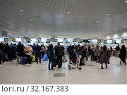 Купить «Пассажиры в терминале международного аэропорта Домодедово города Москвы», фото № 32167383, снято 26 апреля 2018 г. (c) Free Wind / Фотобанк Лори
