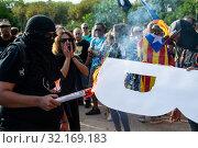 Купить «September 11, 2019 - Manifestation against the catalan politicians in fron of the Catalonia Parliament in Barcelona.», фото № 32169183, снято 11 сентября 2019 г. (c) age Fotostock / Фотобанк Лори