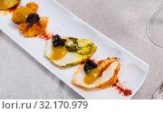 Купить «Turkey breast with paprika, prunes and spicy mango sauce», фото № 32170979, снято 20 сентября 2019 г. (c) Яков Филимонов / Фотобанк Лори
