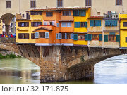 Architectural detail of the Ponte Vecchio and the River Arno, Centro Storico, Poggio Imperiale, Firenze, Tuscany, Italy. Стоковое фото, фотограф Cahir Davitt / age Fotostock / Фотобанк Лори