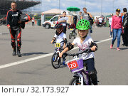 Купить «Competitions children on bicycles», фото № 32173927, снято 21 июля 2019 г. (c) Алексей Кузнецов / Фотобанк Лори