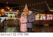 Купить «happy senior couple hugging at christmas market», фото № 32174199, снято 27 декабря 2018 г. (c) Syda Productions / Фотобанк Лори