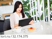 Купить «asian woman with tablet pc at cafe or coffee shop», фото № 32174375, снято 13 июля 2019 г. (c) Syda Productions / Фотобанк Лори