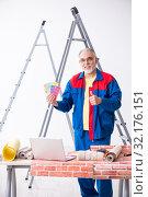 Купить «Old contractor doing renovation at home», фото № 32176151, снято 3 июня 2019 г. (c) Elnur / Фотобанк Лори