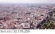 Купить «Aerial view of Valencia cityscape in sunny spring day, Spain», видеоролик № 32176259, снято 16 апреля 2019 г. (c) Яков Филимонов / Фотобанк Лори