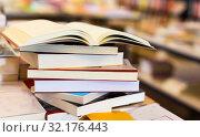 Купить «stack of books lying on table in bookstore», фото № 32176443, снято 22 февраля 2018 г. (c) Татьяна Яцевич / Фотобанк Лори