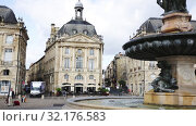 Купить «View of impressive classical French architecture on Place de la Bourse (former Royal square) in Bordeaux, France», видеоролик № 32176583, снято 18 июля 2019 г. (c) Яков Филимонов / Фотобанк Лори
