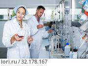 Купить «experts making tests in winery laboratory», фото № 32178167, снято 12 декабря 2019 г. (c) Яков Филимонов / Фотобанк Лори