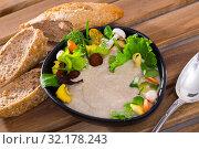 Купить «Mushroom cream soup with grain bread», фото № 32178243, снято 14 декабря 2019 г. (c) Яков Филимонов / Фотобанк Лори