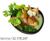 Купить «Broth with cauliflower, Brussels sprouts, broccoli with quail», фото № 32178247, снято 16 сентября 2019 г. (c) Яков Филимонов / Фотобанк Лори