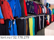 Купить «Goods store interior with choice of skiwear», фото № 32178279, снято 6 февраля 2018 г. (c) Яков Филимонов / Фотобанк Лори
