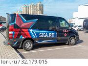 Купить «Микроавтобус спортивного клуба СКА. Санкт-Петербург», эксклюзивное фото № 32179015, снято 18 августа 2019 г. (c) Александр Щепин / Фотобанк Лори