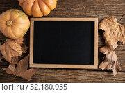 Купить «Autumnal flat lay with chalkboard», фото № 32180935, снято 13 августа 2019 г. (c) Wavebreak Media / Фотобанк Лори