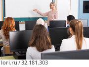 Купить «Mature female coach lecturing», фото № 32181303, снято 20 февраля 2019 г. (c) Яков Филимонов / Фотобанк Лори