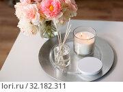 Купить «aroma reed diffuser, candle and flowers on table», фото № 32182311, снято 11 апреля 2019 г. (c) Syda Productions / Фотобанк Лори
