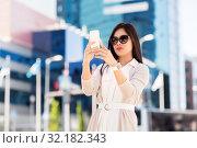 Купить «asian woman taking selfie by smartphone in city», фото № 32182343, снято 13 июля 2019 г. (c) Syda Productions / Фотобанк Лори