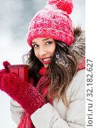Купить «happy young woman with tea cup in winter park», фото № 32182627, снято 29 января 2019 г. (c) Syda Productions / Фотобанк Лори