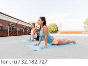 Купить «women doing sports on exercise mats outdoors», фото № 32182727, снято 28 июля 2019 г. (c) Syda Productions / Фотобанк Лори