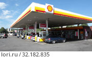 Купить «Shell petrol filling station is in suburbs of Stockholm city. Exterior of building. Shell is largest oil company in the world. Sweden», видеоролик № 32182835, снято 6 июня 2019 г. (c) Кекяляйнен Андрей / Фотобанк Лори