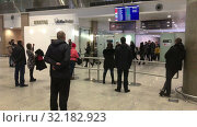 Купить «People wait incoming passengers in arrival lounge of the Pulkovo International airport. New terminal serves citizens of St. Petersburg», видеоролик № 32182923, снято 2 апреля 2019 г. (c) Кекяляйнен Андрей / Фотобанк Лори