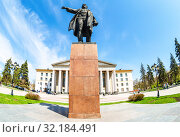 Купить «Monument to soviet statesman S. M. Kirov in front of Palace of Culture», фото № 32184491, снято 6 мая 2018 г. (c) FotograFF / Фотобанк Лори