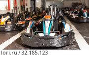 Купить «Driving cars for karting, nobody», фото № 32185123, снято 18 марта 2019 г. (c) Яков Филимонов / Фотобанк Лори