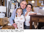 Купить «Happy family with small daughter in furniture showroom», фото № 32185271, снято 27 декабря 2017 г. (c) Яков Филимонов / Фотобанк Лори