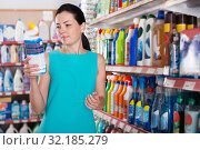Купить «Woman choosing dishwashing liquid on supermarket shelf», фото № 32185279, снято 6 июня 2017 г. (c) Яков Филимонов / Фотобанк Лори