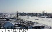 Купить «Aerial video of russian Altai village Semiletka on the bank of river Koksha in winter season», видеоролик № 32187967, снято 1 сентября 2019 г. (c) Serg Zastavkin / Фотобанк Лори
