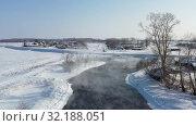 Купить «Aerial video of russian Altai village Semiletka on the bank of river Koksha in winter season», видеоролик № 32188051, снято 1 сентября 2019 г. (c) Serg Zastavkin / Фотобанк Лори
