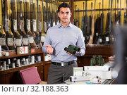 Купить «Portrait of adult salesman proposing equipments», фото № 32188363, снято 11 декабря 2017 г. (c) Яков Филимонов / Фотобанк Лори