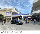 Купить «Азербайджан, город Баку. Perron Gallery», фото № 32193795, снято 12 сентября 2019 г. (c) Овчинникова Ирина / Фотобанк Лори
