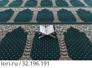 Masjid Al Ehsan mosque. Open Quran on wood stand. Vietnamese transalation. Prayer hall with green carpet. Chau Doc. Vietnam. Стоковое фото, фотограф Pascal Deloche / Godong / age Fotostock / Фотобанк Лори