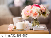 Купить «burning candle and flower bunch on wooden table», фото № 32198687, снято 12 апреля 2019 г. (c) Syda Productions / Фотобанк Лори