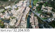 Купить «Aerial view of Estella-Lizarra medieval town in Navarre, Spain», видеоролик № 32204935, снято 20 декабря 2018 г. (c) Яков Филимонов / Фотобанк Лори