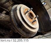 Купить «Тормозной барабан легкового автомобиля», фото № 32205115, снято 30 мая 2019 г. (c) Вячеслав Палес / Фотобанк Лори