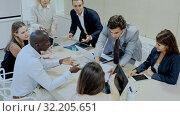 Купить «Expressive business people of different nationalities discussing in meeting room, developing work strategy», видеоролик № 32205651, снято 5 апреля 2020 г. (c) Яков Филимонов / Фотобанк Лори