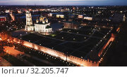 Купить «Night view of Kremlin and the Assumption Church in Tula, Russia», видеоролик № 32205747, снято 28 мая 2019 г. (c) Яков Филимонов / Фотобанк Лори