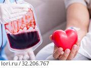Купить «Patient getting blood transfusion in hospital clinic», фото № 32206767, снято 14 сентября 2017 г. (c) Elnur / Фотобанк Лори