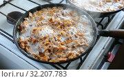 Купить «Fried chanterelles cooking on the old pan», видеоролик № 32207783, снято 21 сентября 2019 г. (c) FotograFF / Фотобанк Лори
