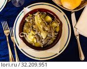 Pizzoccheri alla valtellinese - italian homemade buckwheat pasta. Стоковое фото, фотограф Яков Филимонов / Фотобанк Лори