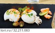 Купить «Fried cuttlefish and shrimp served with lime», фото № 32211083, снято 21 ноября 2019 г. (c) Яков Филимонов / Фотобанк Лори