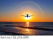 Силуэт самолета на фоне гало над морем на закате. Стоковое фото, фотограф Наталья Волкова / Фотобанк Лори