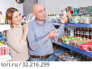 Купить «woman and man picking candies», фото № 32216299, снято 11 апреля 2018 г. (c) Яков Филимонов / Фотобанк Лори