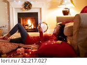 Woman at home at Christmas time. Стоковое фото, агентство Wavebreak Media / Фотобанк Лори