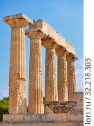 Купить «Ancient columns of temple of Aphaea in Aegina», фото № 32218303, снято 13 сентября 2019 г. (c) Роман Сигаев / Фотобанк Лори