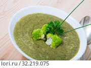 Купить «Dish of Norwegian cuisine, cream soup from broccoli with soft cheese», фото № 32219075, снято 12 июля 2020 г. (c) Яков Филимонов / Фотобанк Лори