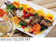 Купить «Baked trout with vegetables and white wine», фото № 32219147, снято 14 декабря 2019 г. (c) Яков Филимонов / Фотобанк Лори