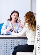 Купить «Young pregnant woman visiting experienced doctor gynecologist», фото № 32222335, снято 11 марта 2019 г. (c) Elnur / Фотобанк Лори
