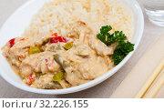 Купить «Plate of tasty Thai Red Curry», фото № 32226155, снято 16 декабря 2019 г. (c) Яков Филимонов / Фотобанк Лори